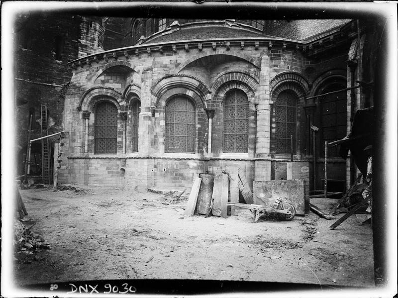 Côté sud de l'abside en cours de travaux