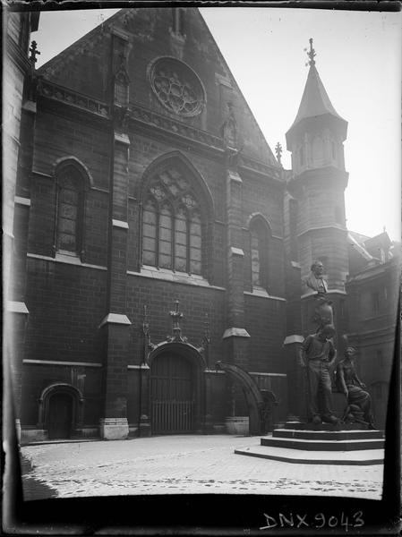 Façade ouest, et vue d'ensemble du monument