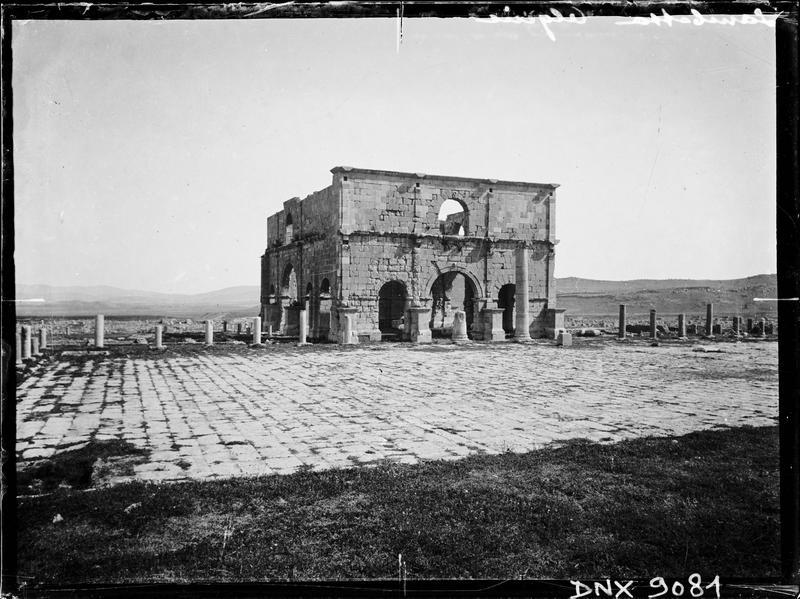 Vue d'ensemble au milieu des ruines