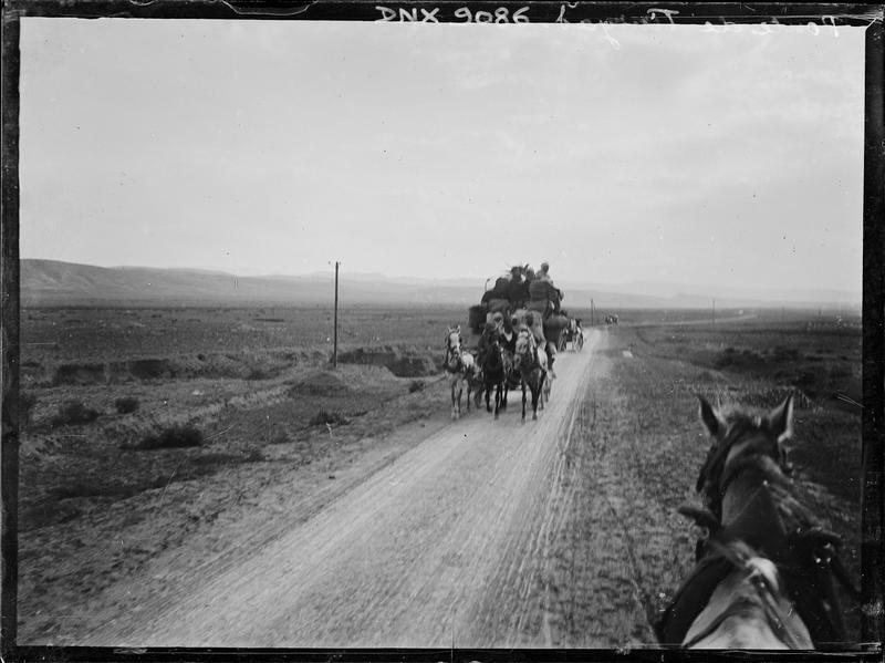 Route d'accès au site : carriole tirée par des chevaux