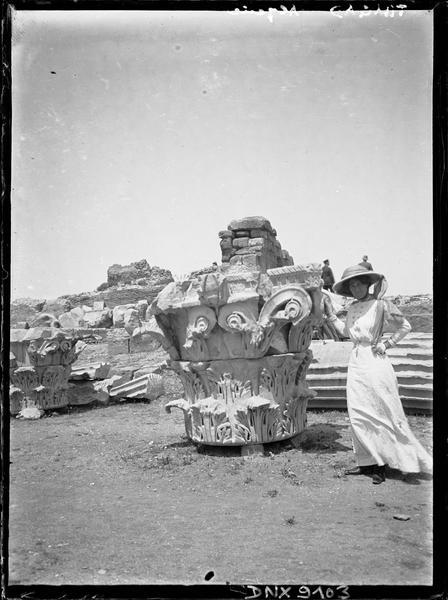 Chapiteau corinthien monumental