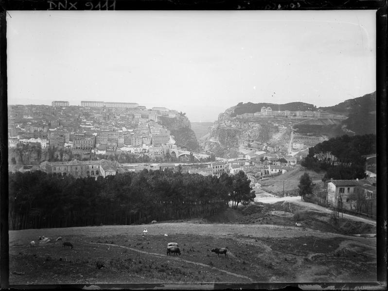 Vue générale de la ville, débouché des gorges du Rhummel