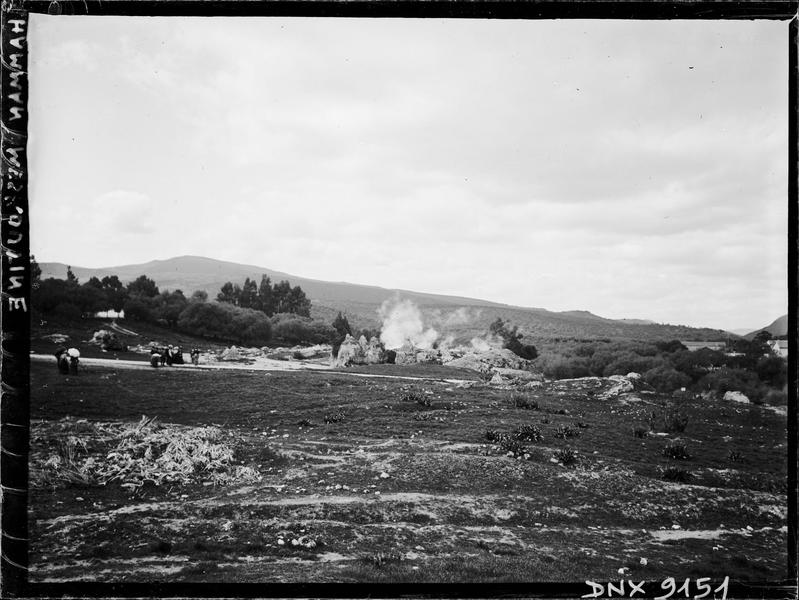Abords de la station thermale : cônes en pierre de la «Noce pétrifiée»