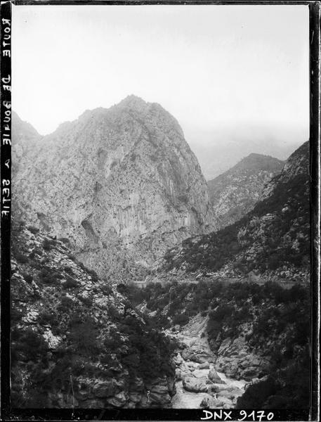 Route de Bougie à Sétif : gorges du Chabet El Akhra