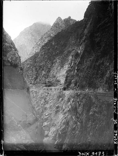 Route de Bougie à Sétif : tunnel dans les gorges du Chabet El Akhra