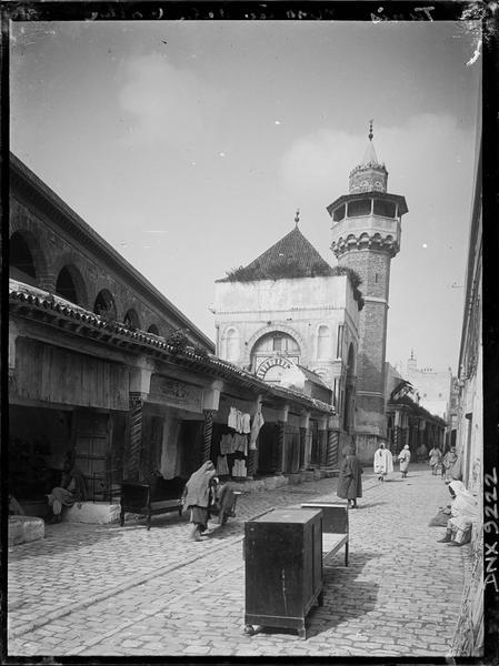 Façade sur la rue Sidi Ben Ziad et minaret