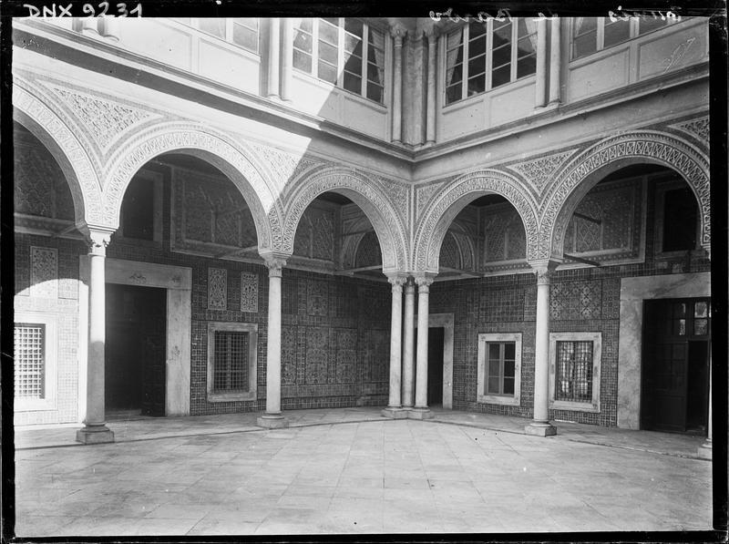 Grand patio : arcades
