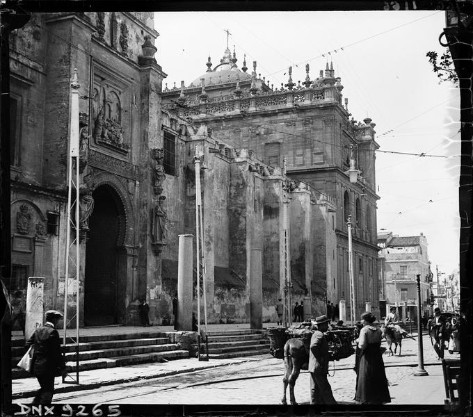 Façade nord : anciens murs de la mosquée almohade