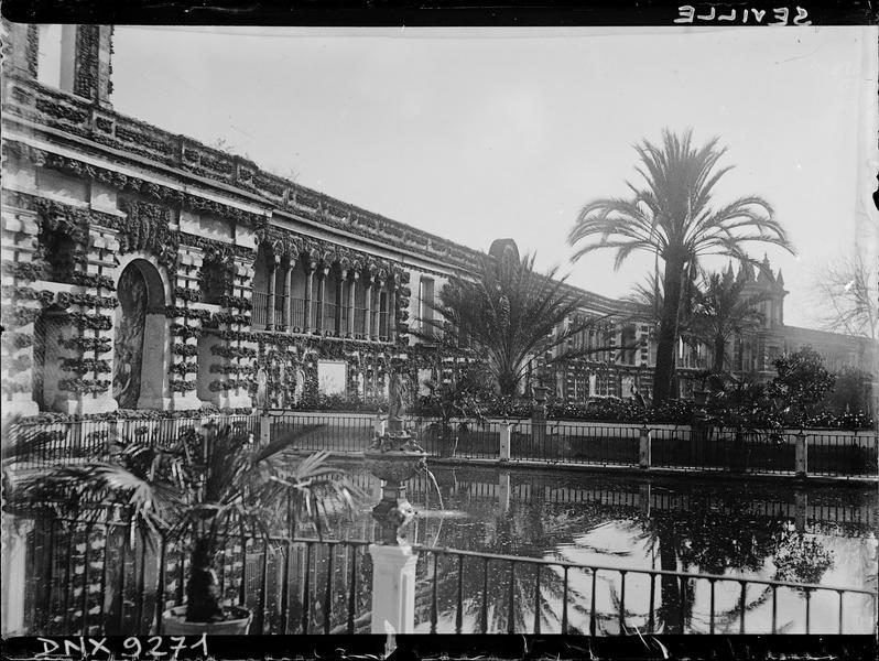 Jardin de l'Andalousie : fontaine et palmiers