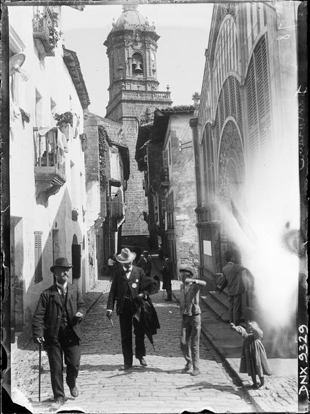 Clocher au bout de la rue qui part de la porte Santa Maria