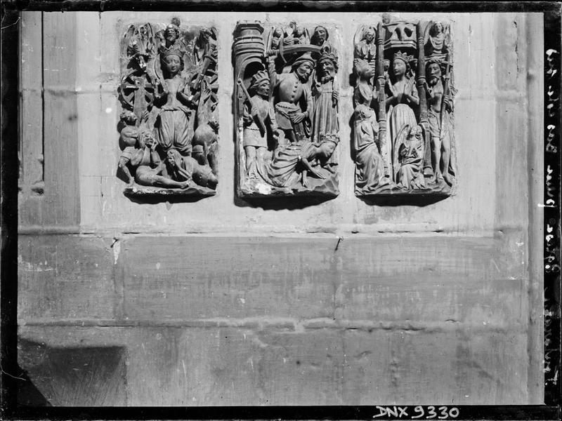 Intérieur, pilier du bas-côté sud : bas-reliefs