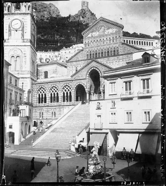 Façade principale, escalier monumental
