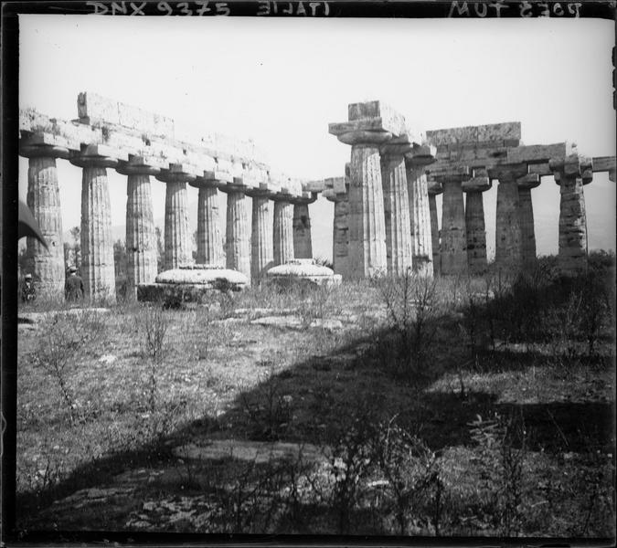 Colonnes cannelées et architraves