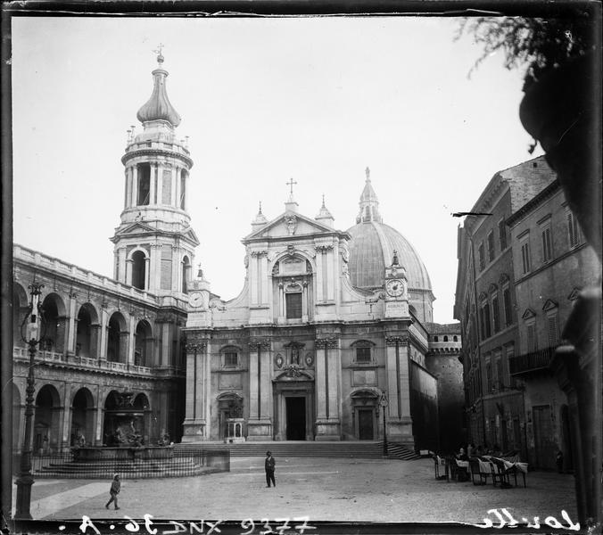 Façade principale et campanile de Luigi Vanvitelli