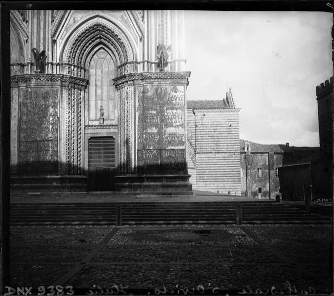 Portail sud de la façade ouest