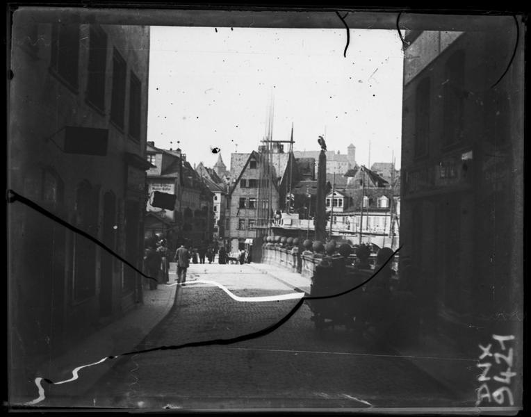 Quartier de la vieille ville : rue et pont