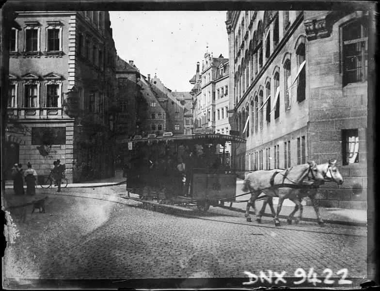 Tramway tracté par deux chevaux