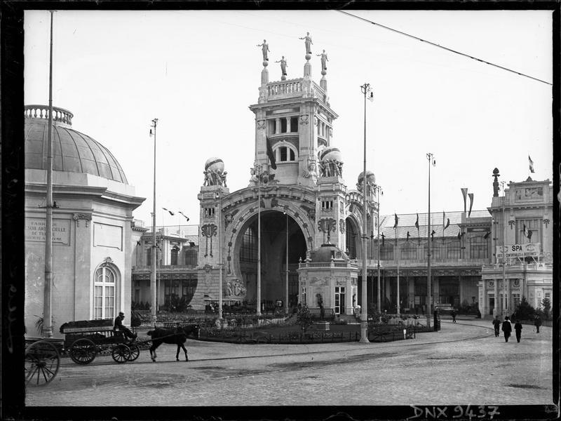 Entrée monumentale des halls et galeries à l'exposition universelle de 1905