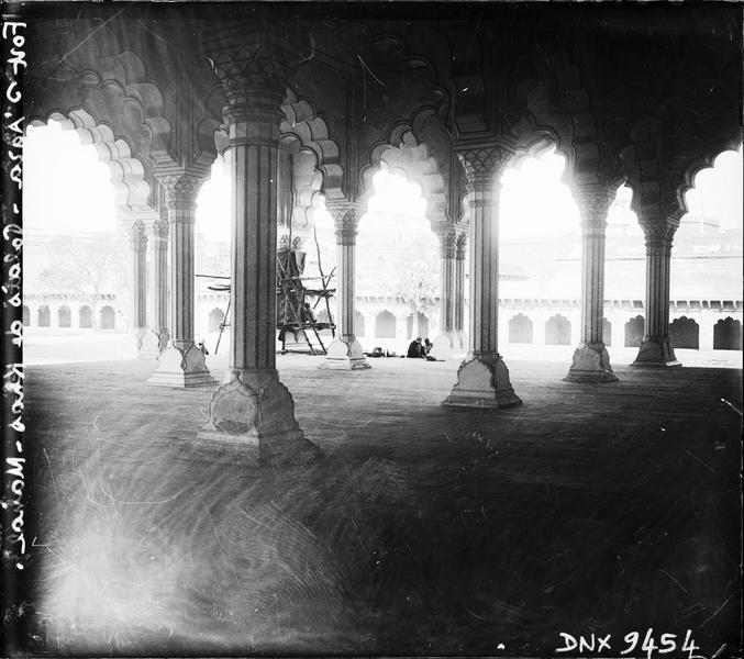 Salle des audiences ou Diwan i am : colonnes et arcs polylobés
