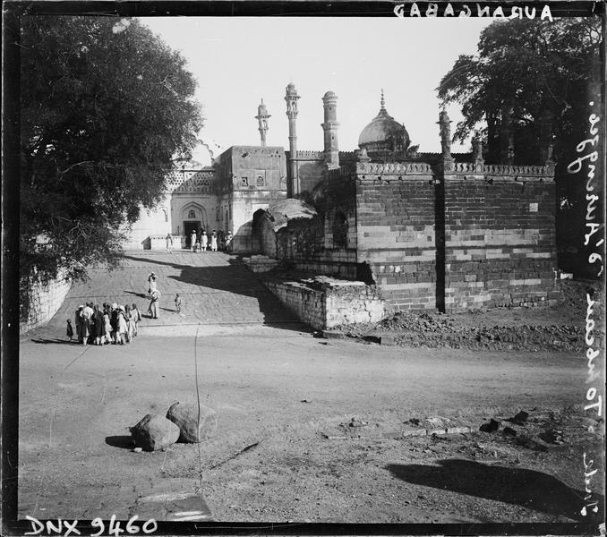Entrée monumentale et mosquée