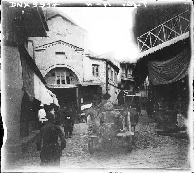 Rue animée dans la vieille ville
