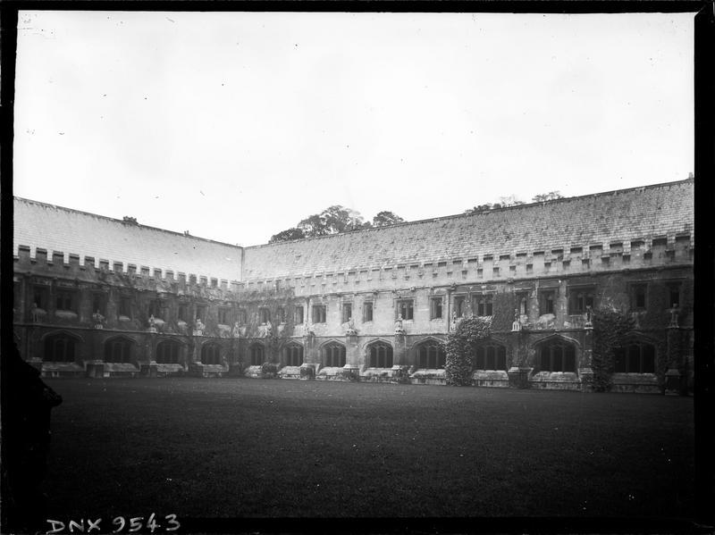 Cloître dit Grand Quadrilatère : façade sur le jardin intérieur