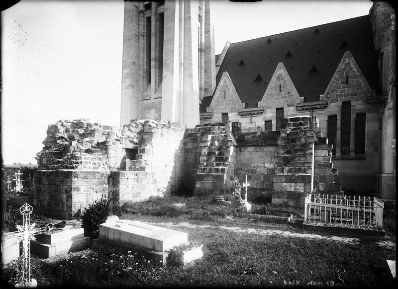 Vestiges de l'ancienne église : extérieur