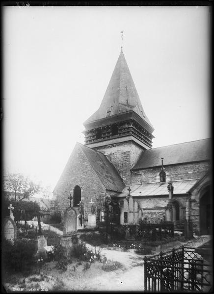 Façade nord et clocher vus du cimetière