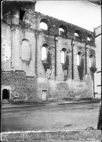 Ruines, intérieur : mur de la nef