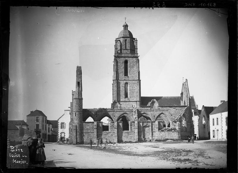 Ruines de la chapelle et clocher de l'église