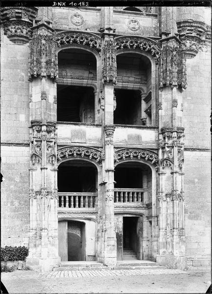 Aile de Longueville : étages inférieurs de l'escalier Renaissance