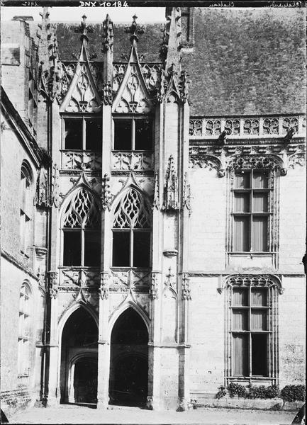 Aile de Longueville : escalier gothique