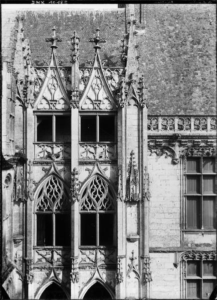 Aile de Longueville : étages supérieurs de l'escalier gothique