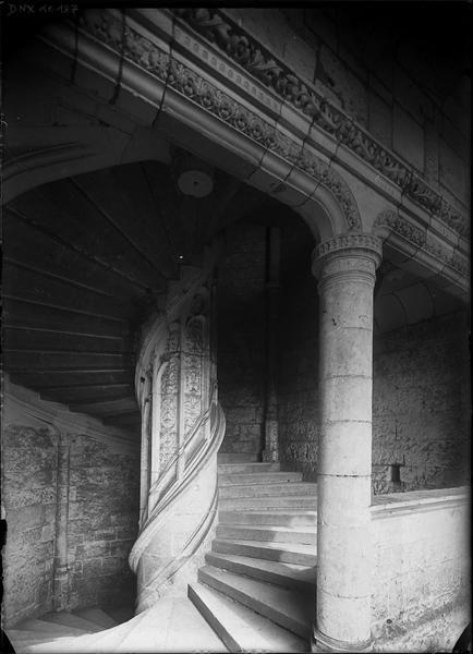 Aile de Longueville, intérieur : vis de l'escalier Renaissance