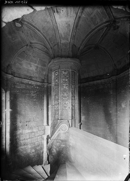 Aile de Longueville, intérieur : vis et plafond voûté de l'escalier Renaissance