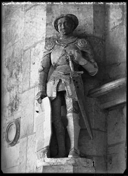 Chapelle, intérieur : statue de Dunois
