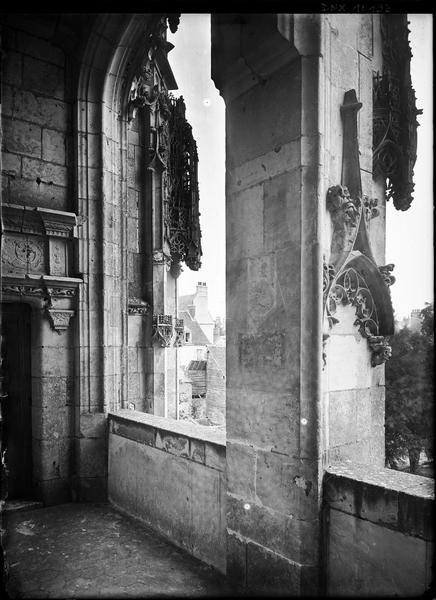 Aile de Longueville, vue vers la cour prise de l'intérieur de l'escalier Renaissance
