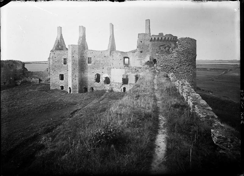 Grand logis vu de la muraille nord