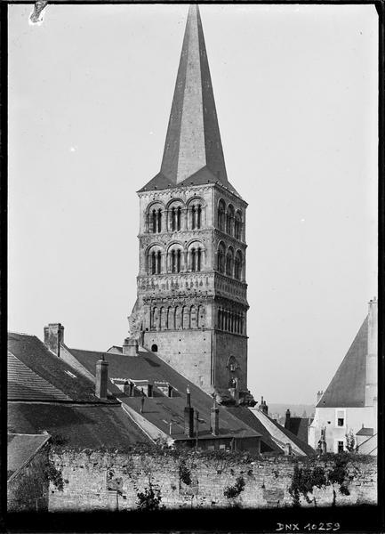 Clocher, dit Tour saint-Croix : angle nord-est, vue rapprochée