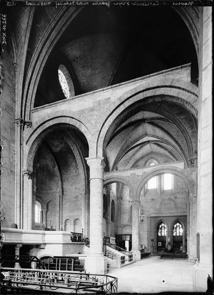 Intérieur : partie ouest de la nef, vers le nord
