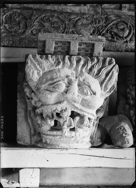Chapiteau en pierre : L'Enfer