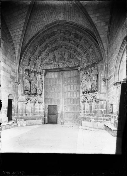 Façade ouest : porche et portail