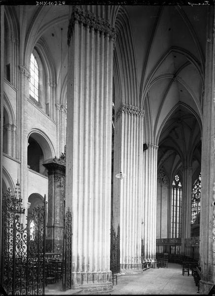 Abbatiale, intérieur : bas-côté sud du choeur