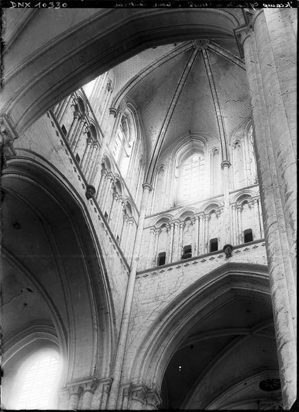 Abbatiale, intérieur : tour lanterne