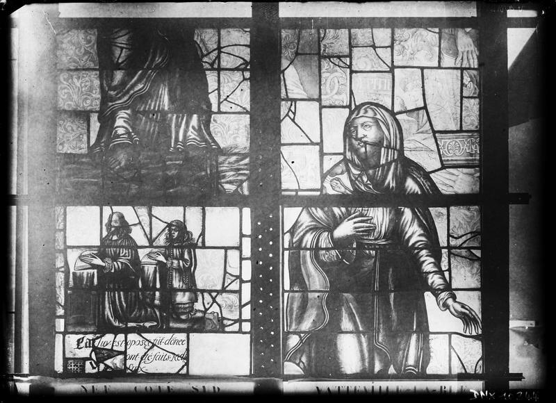 Vitrail de la nef côté sud, détail d'une verrière : Notre-Dame de Pitié et deux priants