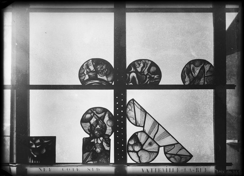 Vitrail de la nef côté sud : fragments