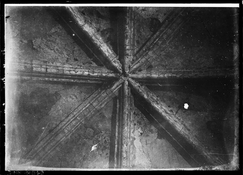 Eglise, intérieur : voûte de la croisée du transept, vue plafonnante