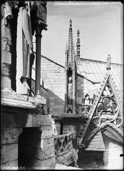 Détail des parties hautes : jonction du choeur avec la chapelle du chevet au sud-est