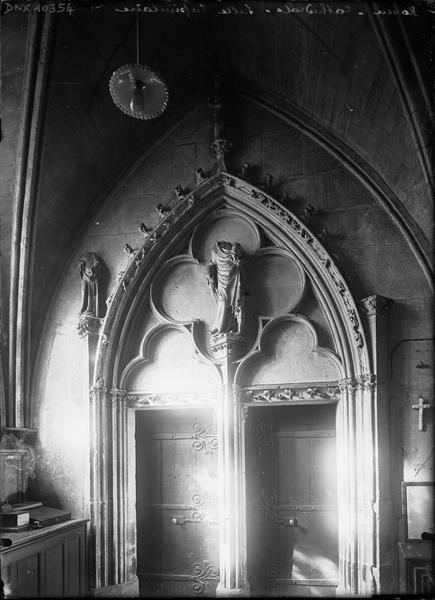 Intérieur, salle capitulaire : porte