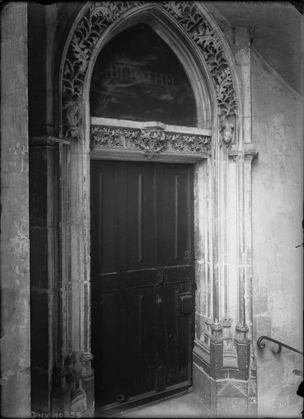 Intérieur, bibliothèque : porte